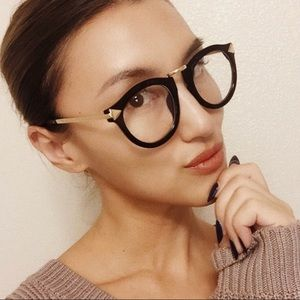 OVERSIZED BLACK FRAME GLASSES WITH GOLD HARDWARE